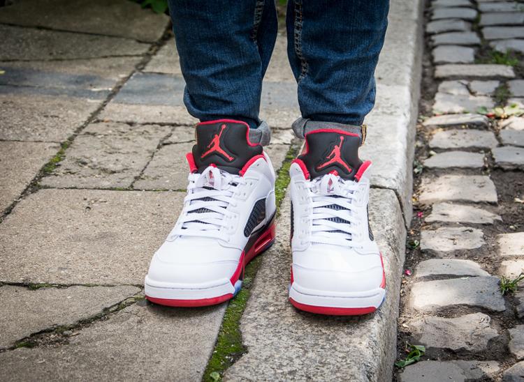 705a18cb88d9 ... Buty męskie Nike AIR JORDAN 5 RETRO Low FIRE RED 819171-101 ...