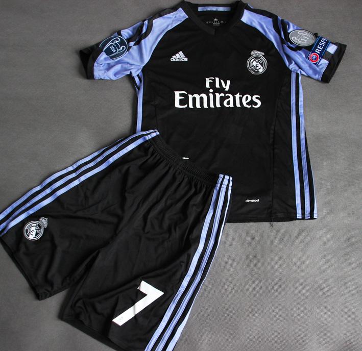 0829361c2 Dziecięcy zestaw piłkarski REAL MADRYT 16/17 ADIDAS (koszulka+spodenki) #7