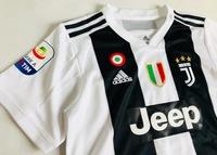 Dziecięcy zestaw piłkarski JUVENTUS TURYN ADIDAS Home 18/19 (koszulka+spodenki+getry) #7 Ronaldo