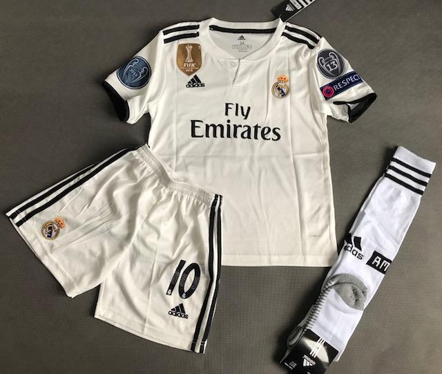f418c83dd Dziecięcy zestaw piłkarski REAL MADRYT ADIDAS Home 18/19 (koszulka +spodenki+getry