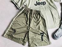 Dziecięcy zestaw piłkarski JUVENTUS TURYN ADIDAS Away 18/19 (koszulka+spodenki+getry) #7 Ronaldo