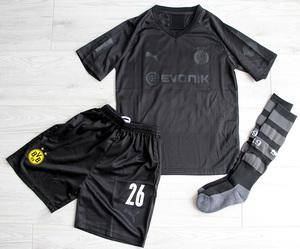 Dziecięcy zestaw piłkarski BORUSSIA DORTMUND 110th Anniversary 19/20 PUMA (koszulka+spodenki+getry) #26 PISZCZEK