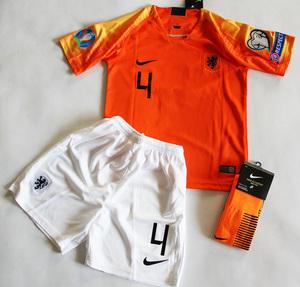 Dziecięcy zestaw piłkarski HOLANDIA home 2019 NIKE (koszulka+spodenki+getry) #4 VIRGIL