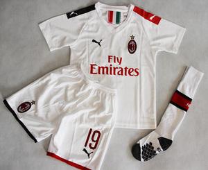 Dziecięcy zestaw piłkarski AC MILAN PUMA Away 19/20 (koszulka+spodenki+getry) #9 PIĄTEK